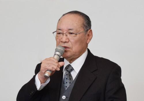 挨拶する前田新会長